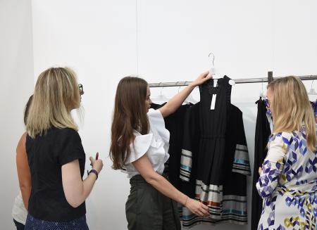 Dolce Gabbana riscoprono la carta stampata · Leggi 16 Mar 2019. Al via le  iscrizioni per gli incoming 2019 di Carpi Fashion Syst. 54ec01ae0c7